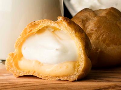 北海道産生クリームがたっぷりと<br>詰まった「ダブルシュークリーム」
